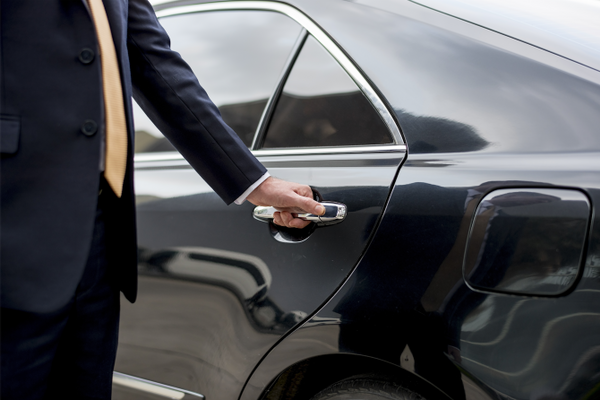 Door-to-Door Airport Transfers & Your Private Driver Awaitsu2026 Luxury Gold Introduces New VIP Door-to ...