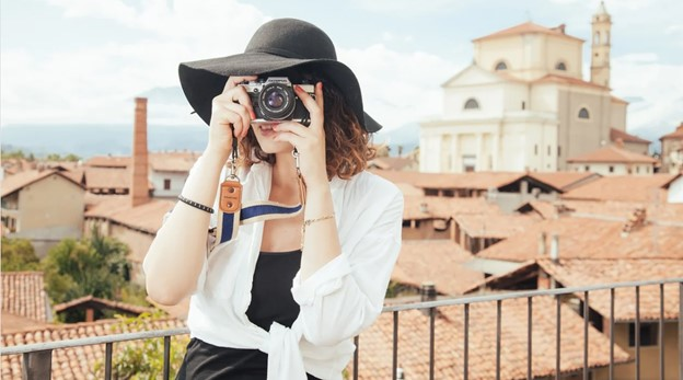 gril taking oictures while traveling