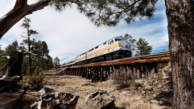 train going through the Grand Cayon