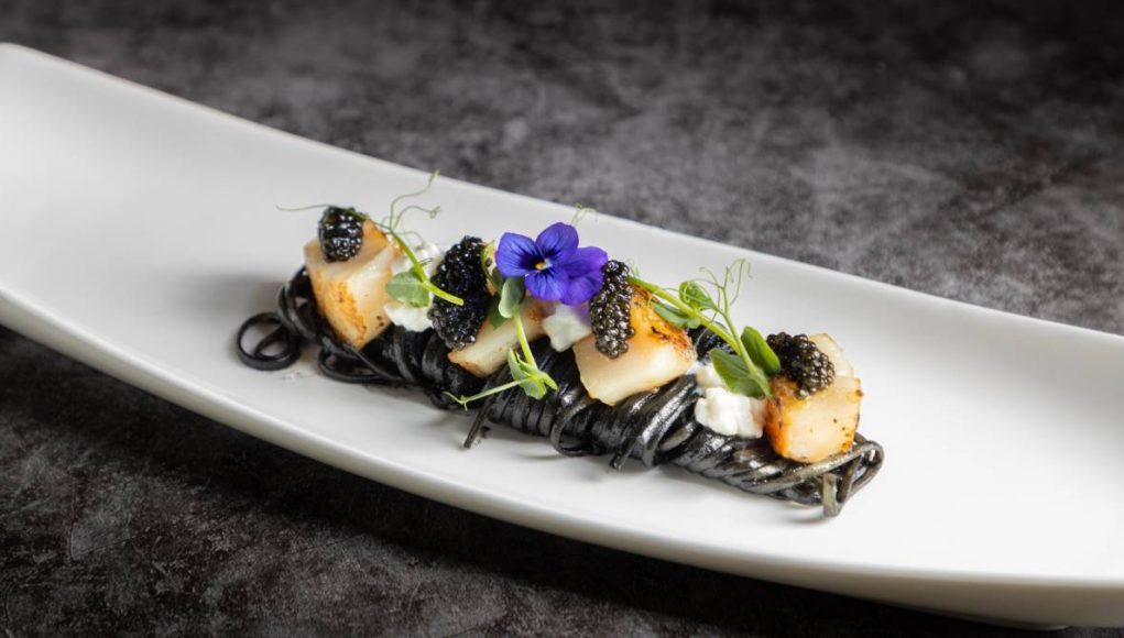 La-Table-French-Brasserie_Squid-Ink-Linguine-with-Scallops