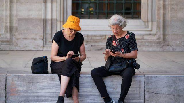 older women travlling
